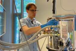 Detecting hydrogen impurities in multicrystalline silicon wafers